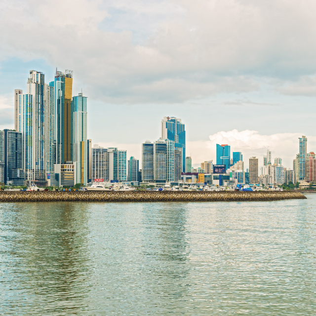 https://www.southtravelers.com/wp-content/uploads/2019/10/Panama-Destinations-Tours-city.jpg